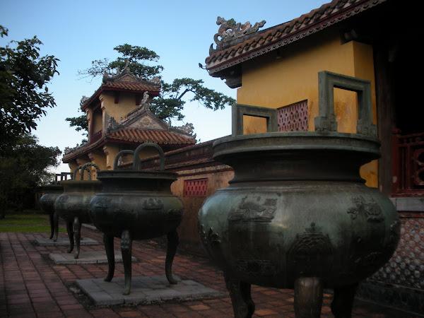 Urnas de la Ciudadela de Hue (Vietnam)