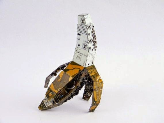 05-Banana-Steven-Rodrig-Upcycle-PCB-Sculptures-from-used-Electronics-www-designstack-co