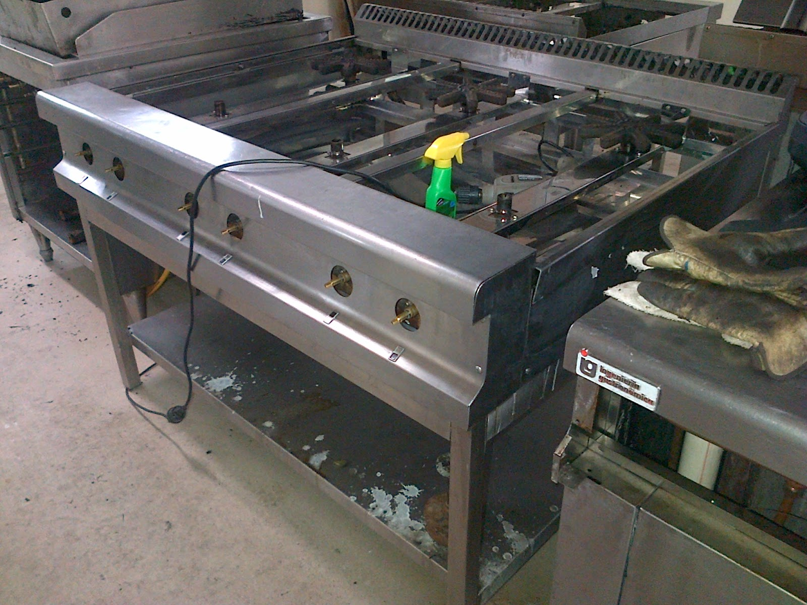 Mantenimiento de estufas a gas sistema de aire acondicionado for Freidoras a gas medellin