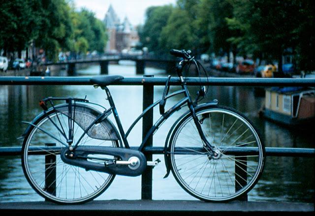 Pasear en bicicleta por Amsterdam