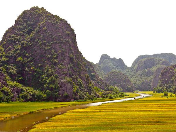 Vista de Tam Coc y el rio Ngo Dong