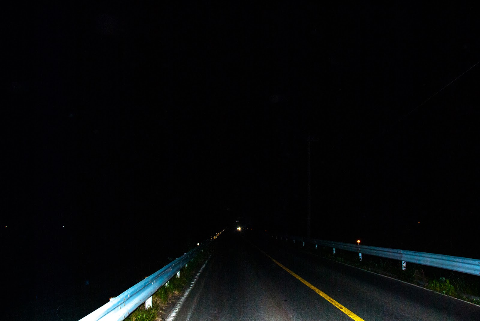 長野県の真っ暗な道