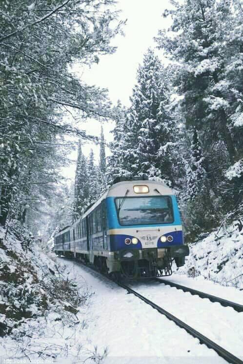 Διαδρομές με το τρένο σε χιονισμένα τοπία !!