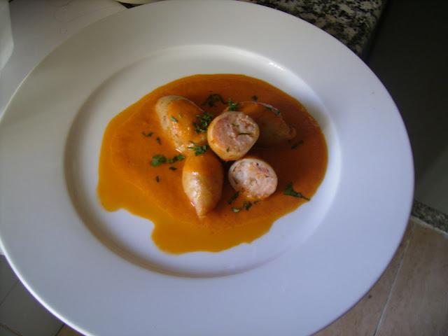 chipirones-rellenos-de-gambas-en-salsa-picante