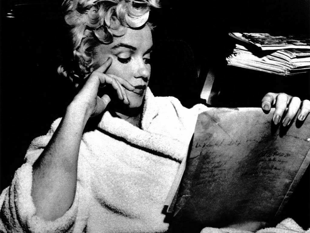 http://1.bp.blogspot.com/-mc5Pm-BcxxQ/UKWP-UuJ3tI/AAAAAAAAE5s/jgrBwjHW68g/s1600/Marilyn-Monroe-marilyn-monroe-16359993-1024-768.jpg