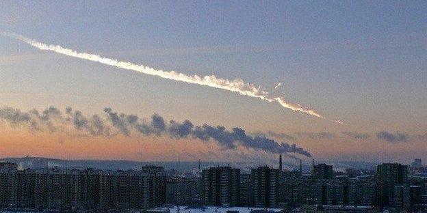 Chelyabinsk meteor trail.