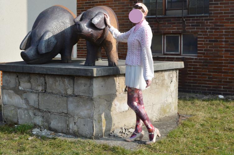 rural bucolic hameau a la reine chemise pigs statue