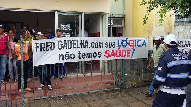 http://www.blogdofelipeandrade.com.br/2015/10/servidores-realizaram-protesto-na.html