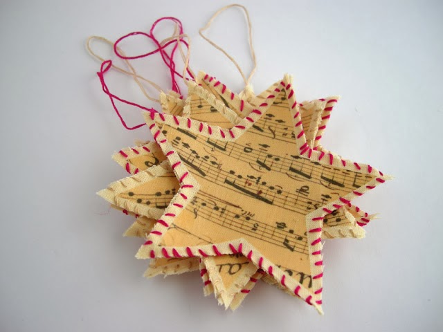 Estrellas de papel reciclado para navidad en Recicla Inventa