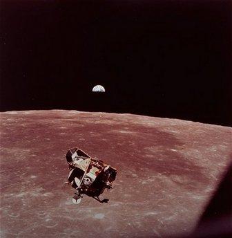 4 Menganalisa Peristiwa Pendaratan Manusia Pertama Kali Di Bulan