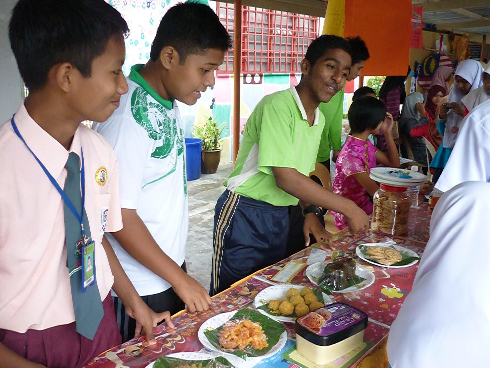 aktiviti jualan kuih tradisional kaligrafi cina pameran sebahagian