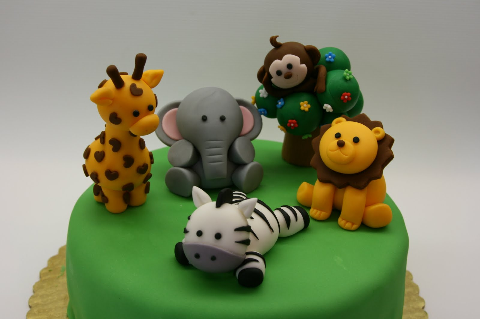 Beautiful kitchen safari animal cake topper for Animal cake decoration