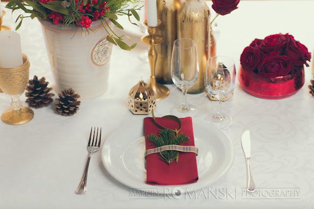 Zimowy motyw na weselnych stołach.