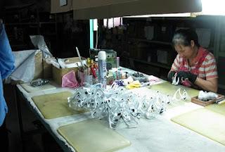 Industri Rumahan di TaiwanBotol Mineral  - Pendaftaran Kerja Ke luar Negeri Ali Syarief 0877-8195-8889 - 081320432002