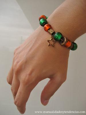 Pulsera de charms verde y naranja/ Charms bracelet / Bracelet de charm