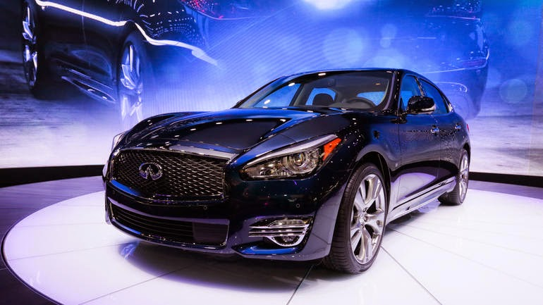 2015 Infiniti Q70 back end review