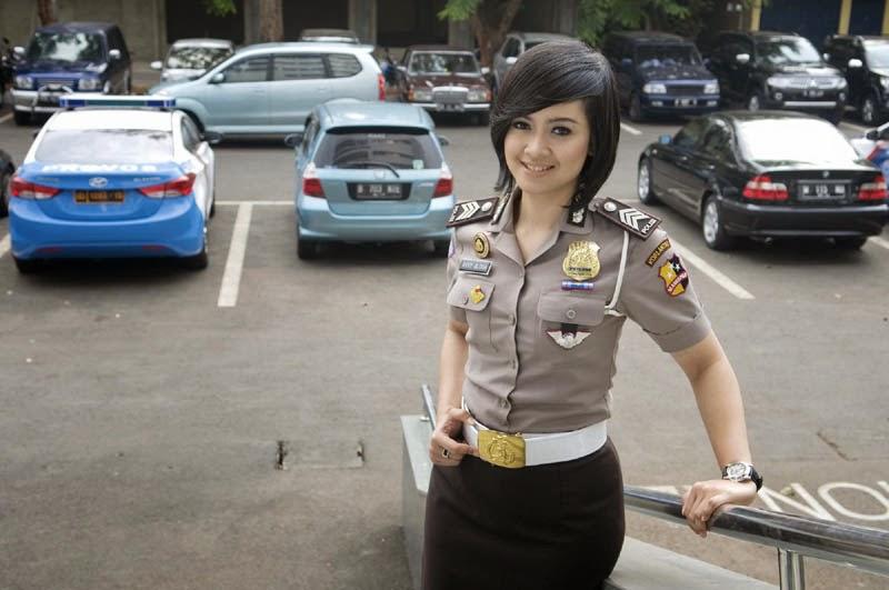Foto Polwan Cantik Indonesia (Avvy Olivia)