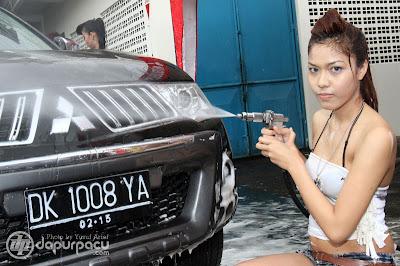 Mencuci Mobil Ala Cewek Bali Seksi