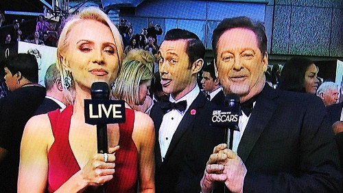 Joseph Gordon-Levitt oscars photo bomb
