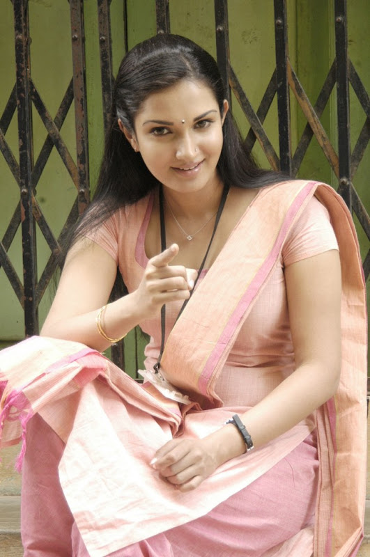 Mallukattu Tamil Movie Actress Honey Rose Hot Photo Stills glamour images