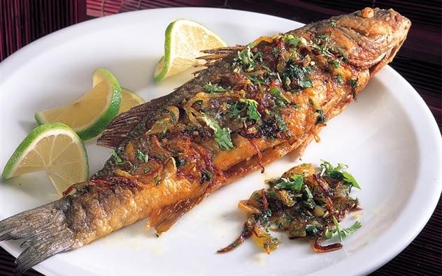 سمك مقلي بالبصل والكزبرة