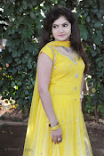 New Actress Noorjahan Photos in Yellow-thumbnail-19