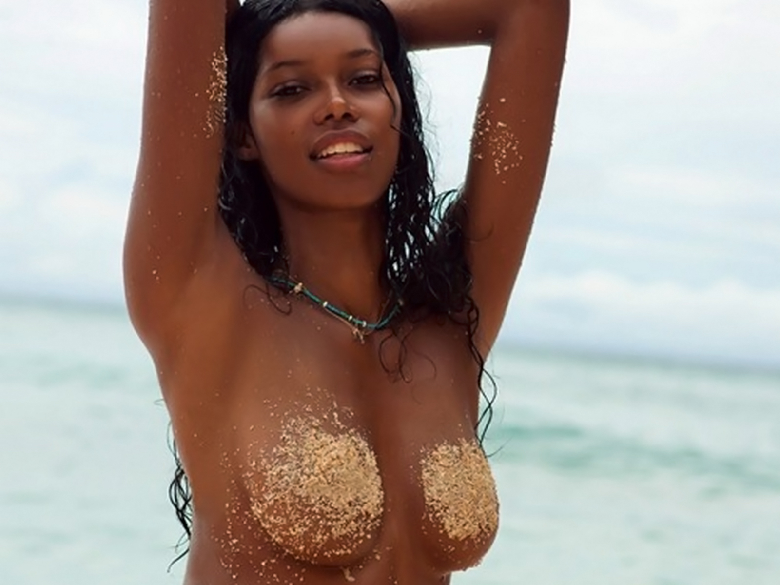 http://1.bp.blogspot.com/-mfhOwoA3JYU/TWJX0UR5ziI/AAAAAAAAA60/tqKbn69nzcw/s1600/Jessica_White_topless_Sports_Illustrated_photoshoot_1.jpg