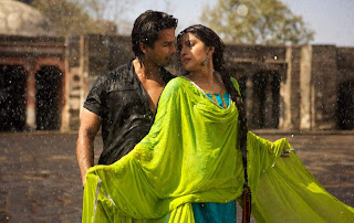 shahid and priyanka in rainy scence