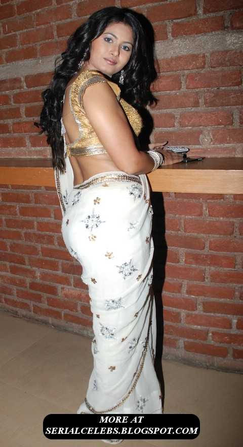 Pin Low Hip Saree Aunty Exposing Wide Fleshy Navel And Belly Button on ...