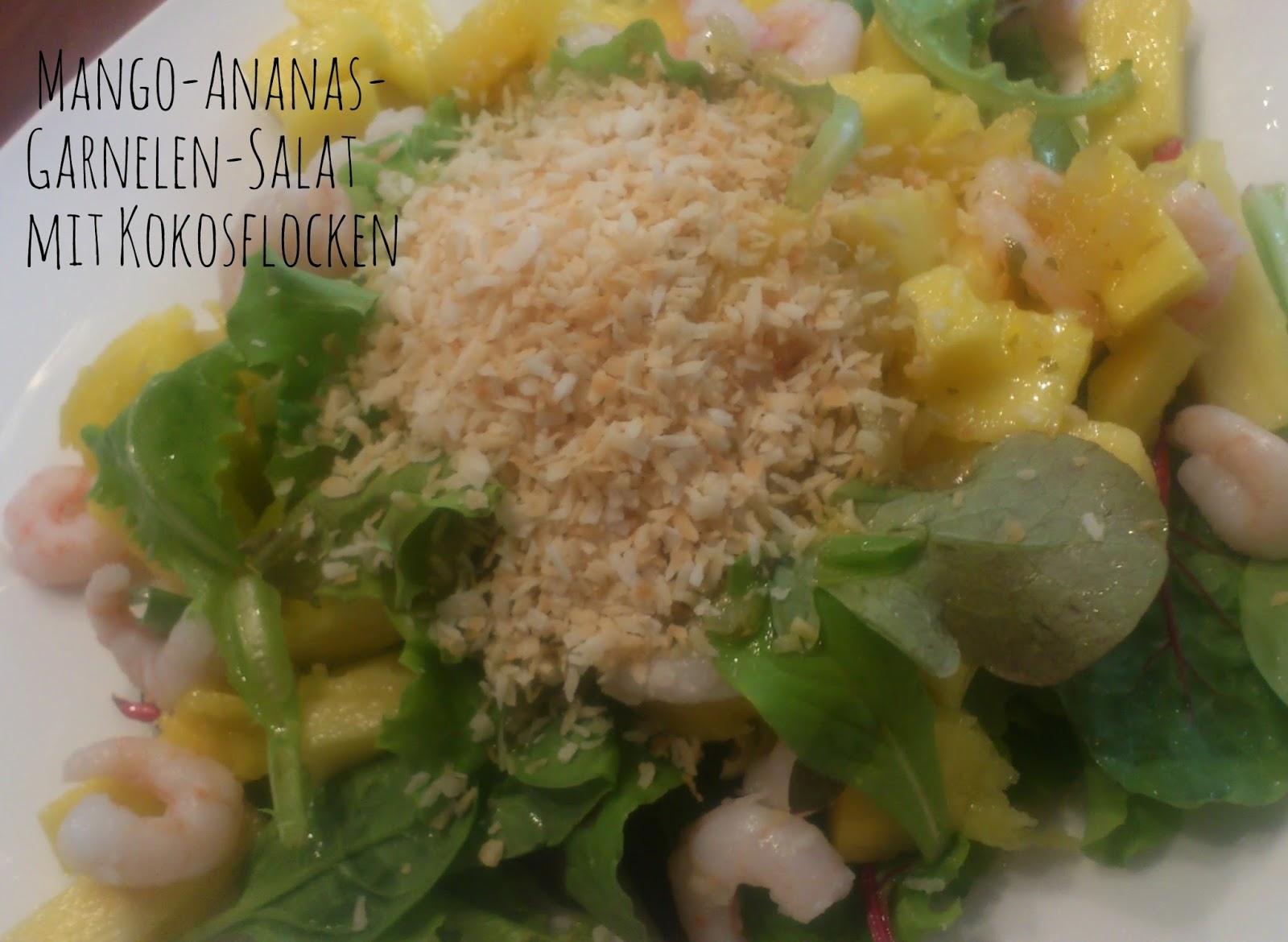 Mango-Ananas-Garnelen-Salat mit Kokosflocken