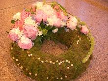 Begravningskrans med pioner
