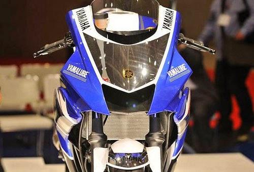 Katajaman Yamaha YZF R25 Bercampur Akrapovic