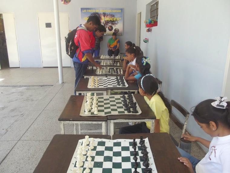 SIMULTANEA DE AJEDREZ EN LA ESCUELA
