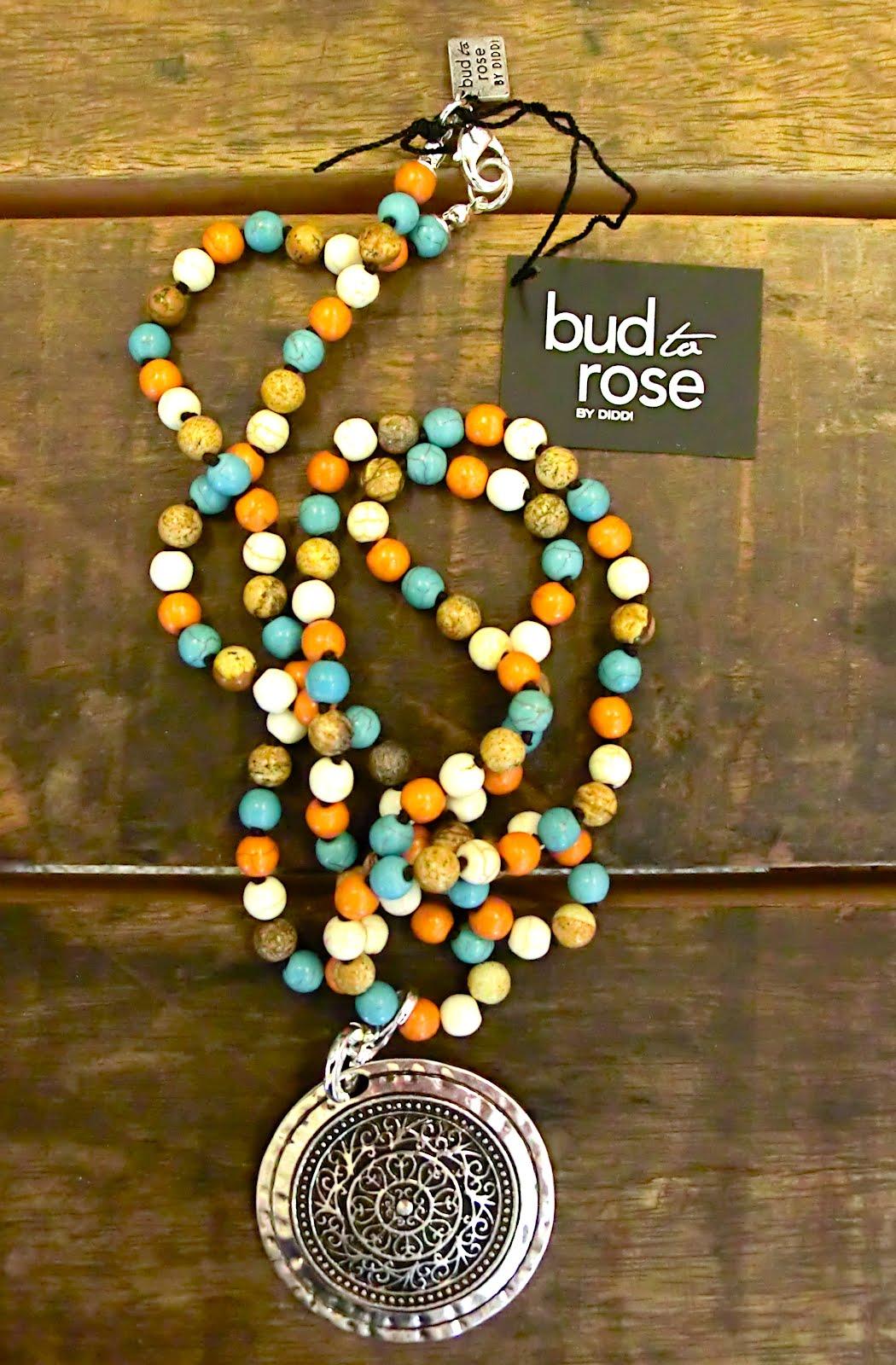 Lite nyheter inför sommaren kom från Diddi igår...Pärlor i  brunt creme orange turkos... Mysiga smycken med sommarkänsla..Här ser ni  några av dom . 9740e9752a81f