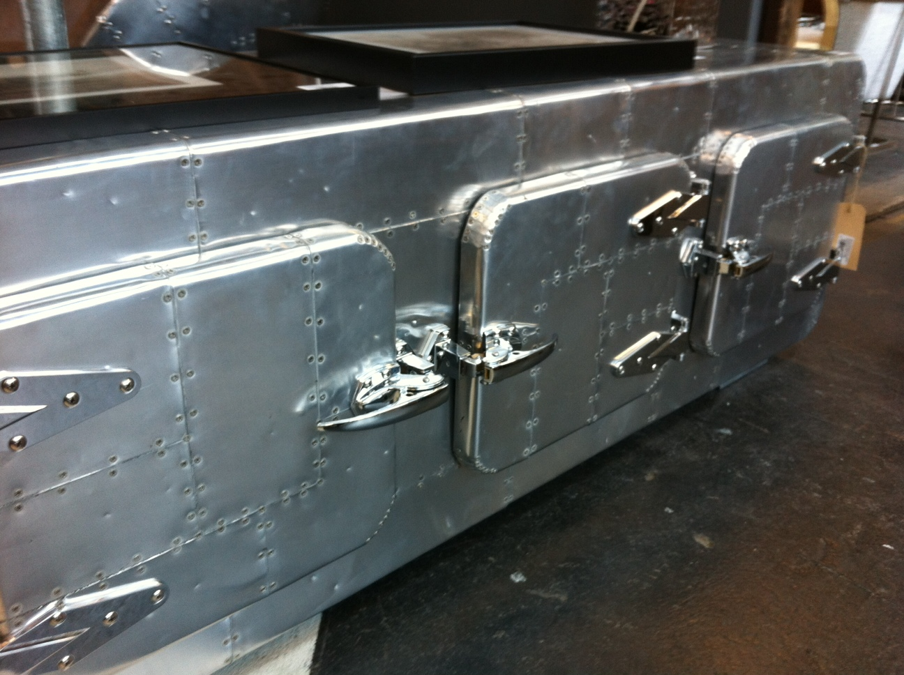 Funky friday blog gespot aluminium in je interieur - Center meubilair keuken ...