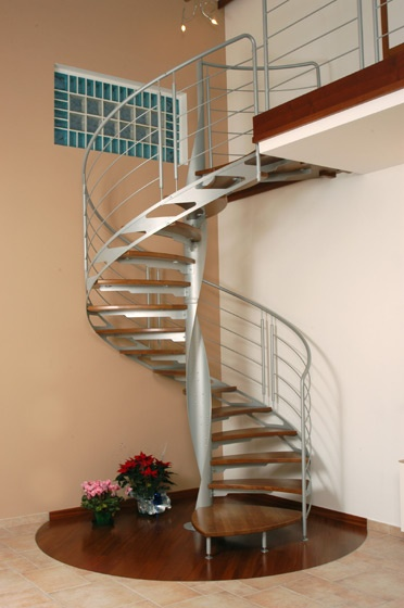 Escaleras de interiores ideas para decorar dise ar y for Escalera de caracol de metal fuera