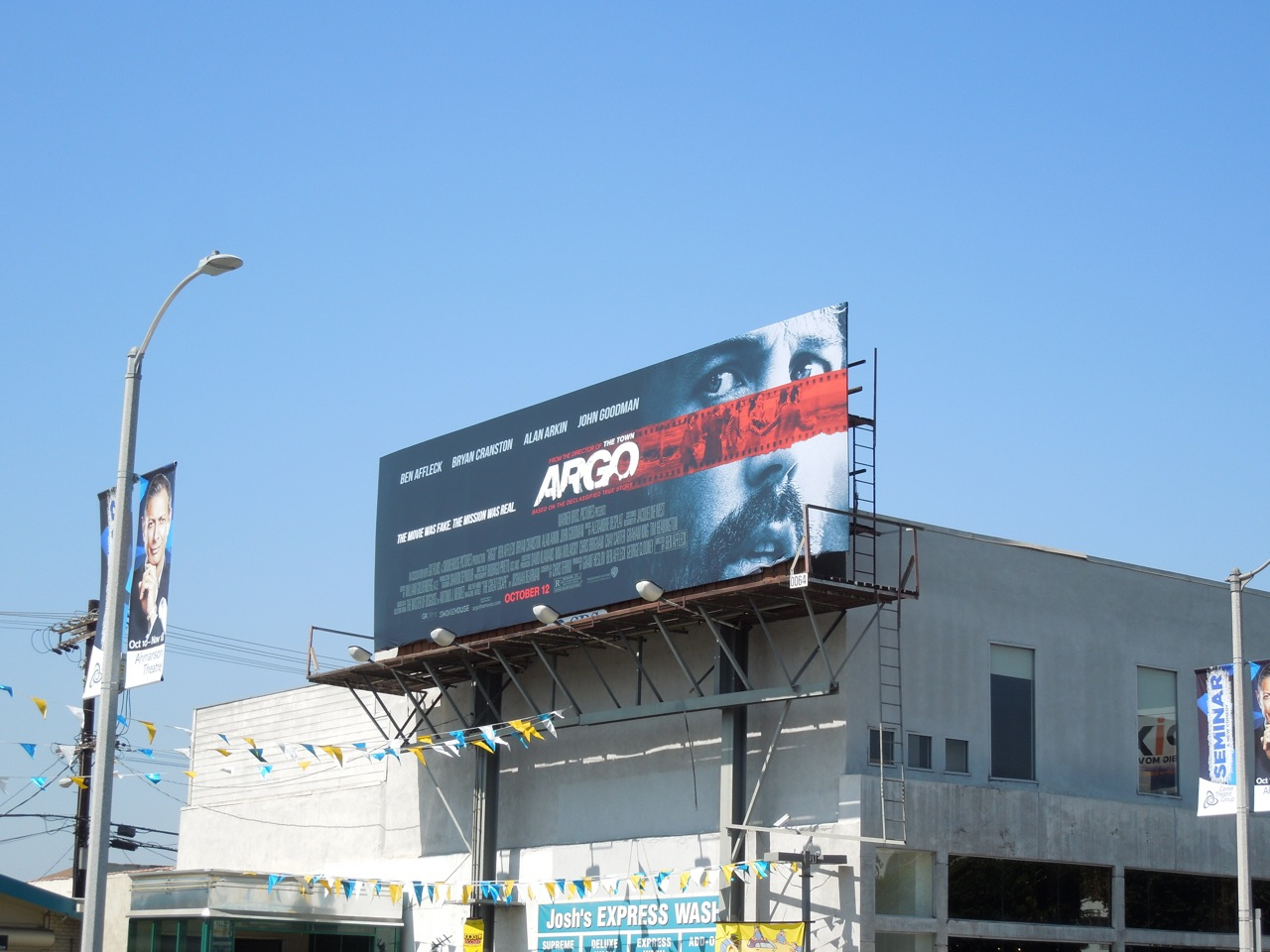 http://1.bp.blogspot.com/-mhwu4wDZM2U/UGTNHBWl6iI/AAAAAAAA1D4/FcHVF0ciha8/s1600/Argo+billboard.jpg