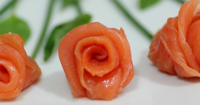 Lazy blog c mo hacer un ramo de rosas de salm n ahumado - Cena romantica ligera ...