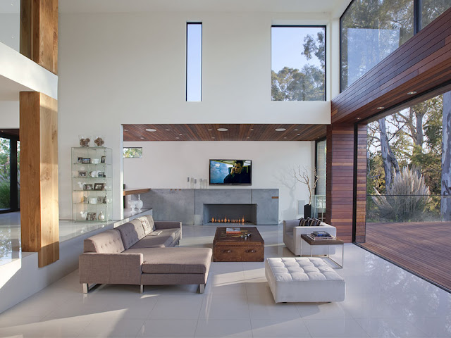 Photo of an incredible living room with the exit to the terrace