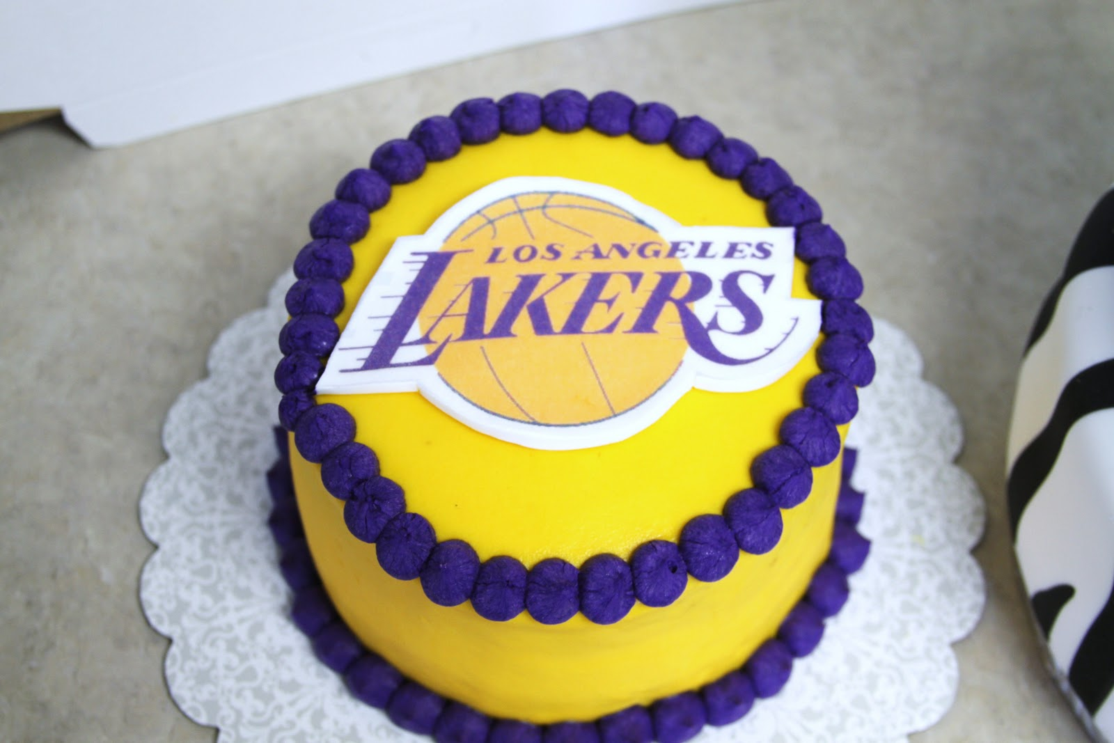 lakers cake design