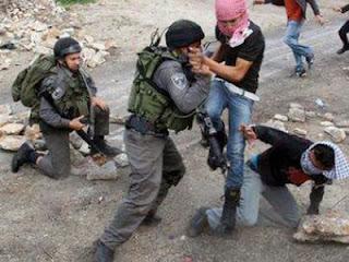 Keberanian Pemuda Palestina lawan Tentara Israel (foto Gaza al An)