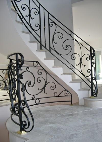 Rampe d 39 escalier en fer forg metoui meubles 98 237 974 for Port fer forge 2013