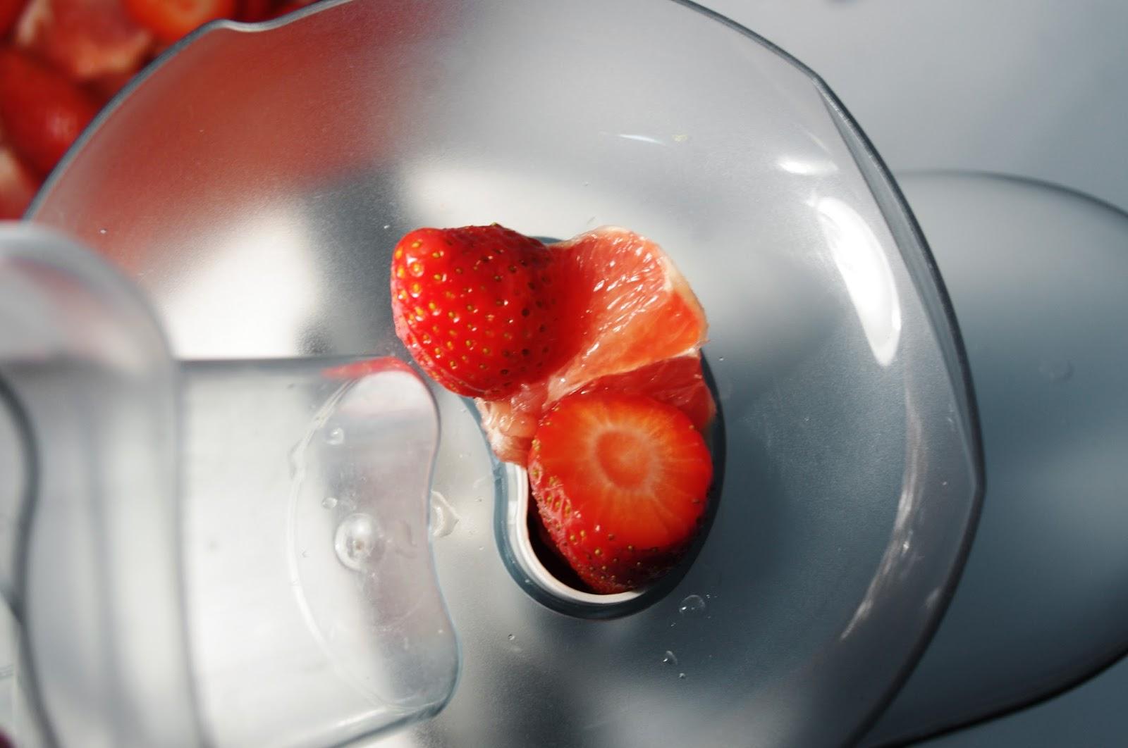 como hacer zumo de pomelo, fresas y frutos del bosque
