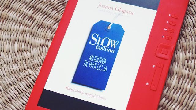 """Jak wpłynęła na mnie książka """"Slow fashion""""? Szukanie własnego stylu i nowe podejście do zakupów."""