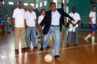 Equipos UNPHU, Universidad O & M, UTESA y UNIBE pasan a cuartos fútbol sala universitario
