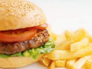 Alimentos industrializados oferecem quantidades bem maiores de açúcares e gorduras, que atuam na resposta dos neurotransmissores