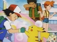 Ash y Pikachu festejando su octava medalla