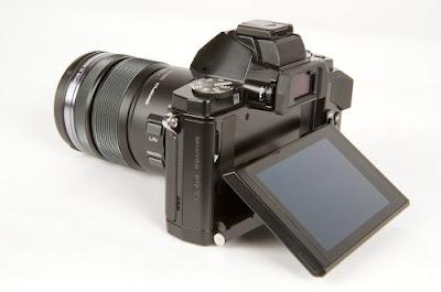 Fotografia del monitor basculante dell'Olympus OM-D E-M5