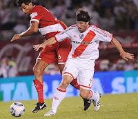 Mariano Pavone juega en River Plate