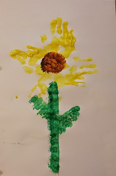 http://mothers-day.holidayscentral.com/kids-and-crafts/how-to-make-mother%E2%80%99s-day-handprint-sunflower?wf=2#.U1011Vddb0o